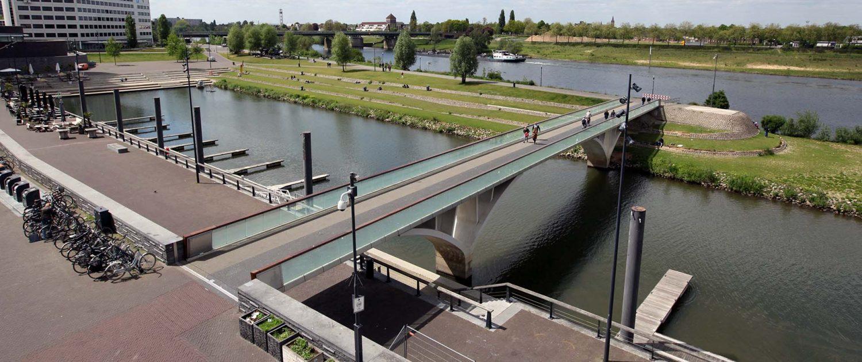 brug de Weerdsprong Venlo, ontwerp ipv Delft, fiets en voetgangersbrug