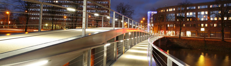 voetgangersbrug De Tanerij Zwolle, brugontwerp door ipv Delft, asymmetrische vorm, moderne vorm