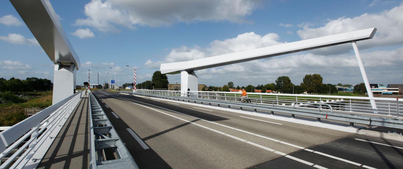 beweegbare brug Hollandse IJssel N207, verkeersbrug door ipv Delft