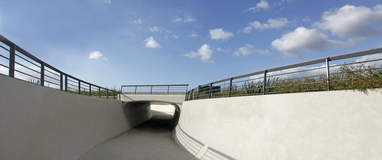 fietsonderdoorgang met betonnen wanden, Gouda, ontwerp door ipv Delft