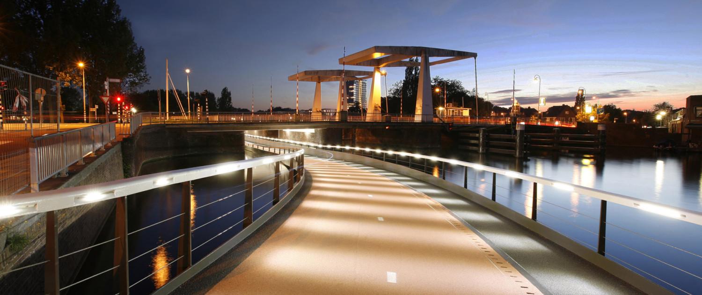 onderdoorgen Buitenrustbruggen, fietsbrug onder waterniveau, Haarlem, brugontwerp door ipv Delft