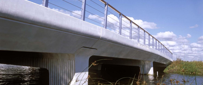 verkeersbrug Boekelermeer Alkmaar overgang van randliggers in steunpunten