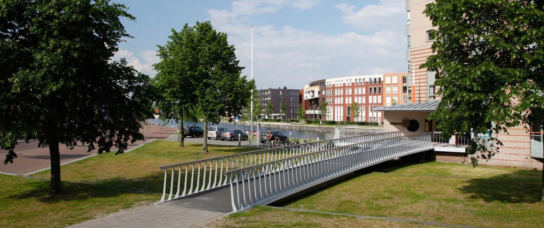 voetgangersbrug Koningshaven Apeldoorn passend bij omgeving
