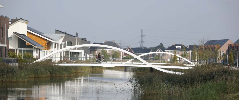 tweetal fiets- en voetgangersbruggen Kloosterveen Assen 'DNA van Kloosterveen'