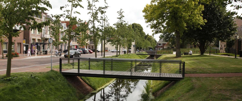 voetgangersbrug Singels Assen stalen hekwerk balusters en handredel dubbele strips