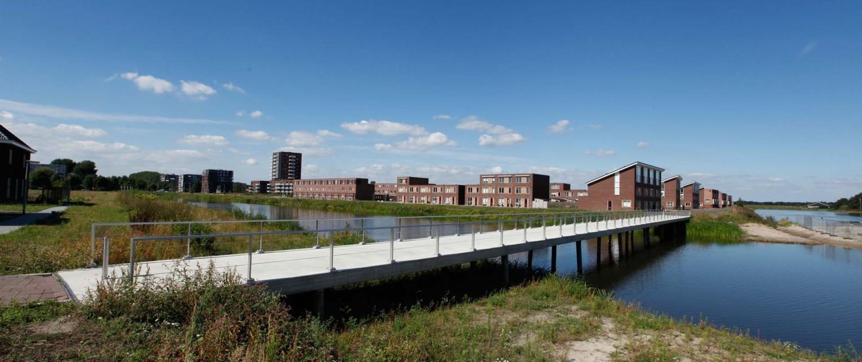 brug Werkdonken Breda gestort betonnen dek een mat rvs hekwerk en een fundering van in de grond gevormde grondverdringende getrilde (VVP) betonpalen