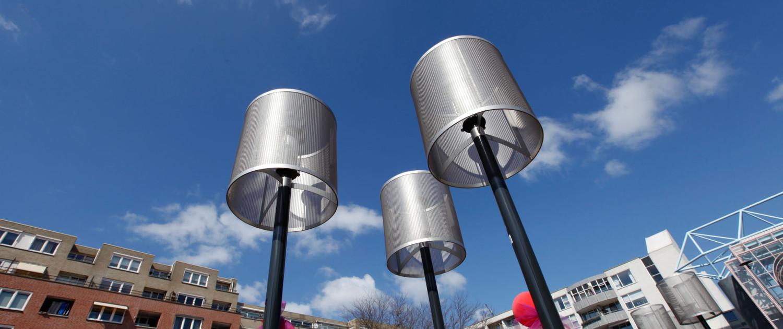 moderne armatuur van staande lamp uit rvs-gaas, vandalismebestendig