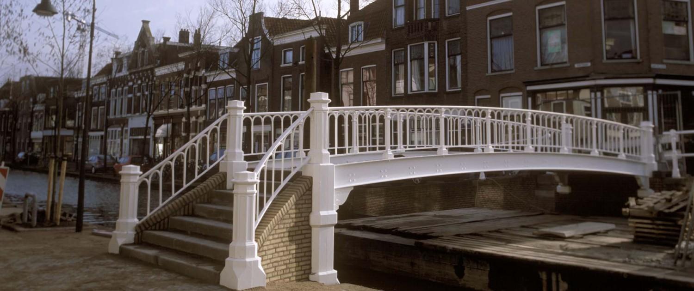 renovatie Hopbrug Delft vernieuwde balusters herstelde bakstenen