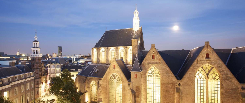 Grote Kerk lichtlint door centrum Den Haag lichtontwerp
