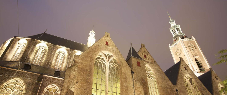 Grote Kerk Den Haag schijnwerper gevel monument