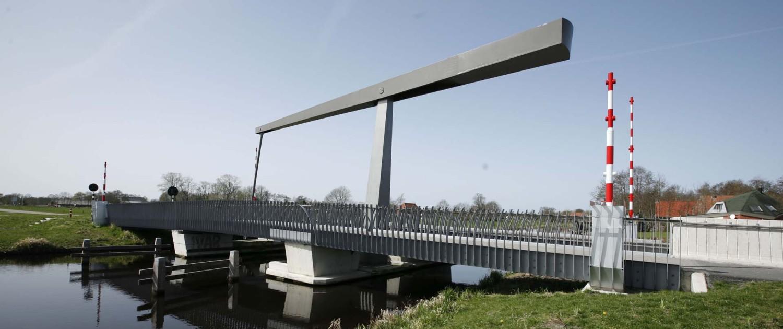 beweegbare ophaalbrug Gorredijk strippenstalen hekwerk
