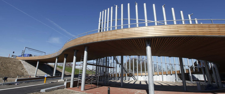 Streektransferium Linielanding stalen houten planken bekleding aanzicht