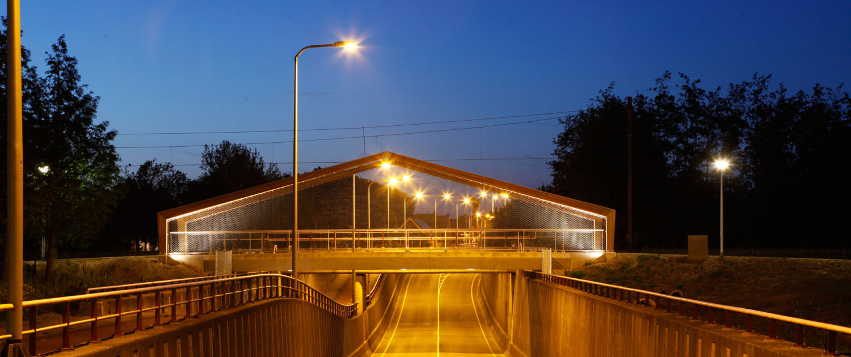 krachtig en transparant fietsviaduct met geïntegreerde verlichting, brugontwerp door ipv Delft
