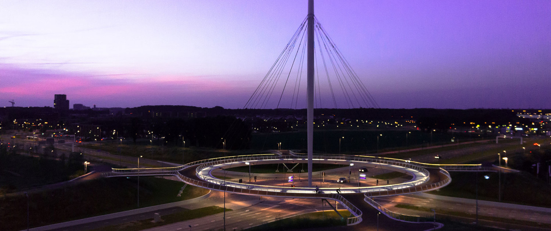 pyloonbrug met cirkelvormig dek Hovenring Eindhoven kruising Heerbaan ongelijkvloerse kruising sigaarvormige pyloon