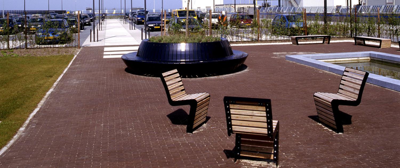 eenvoudig slank meubilair voor de openbare ruimte, ontwerp door ipv Delft