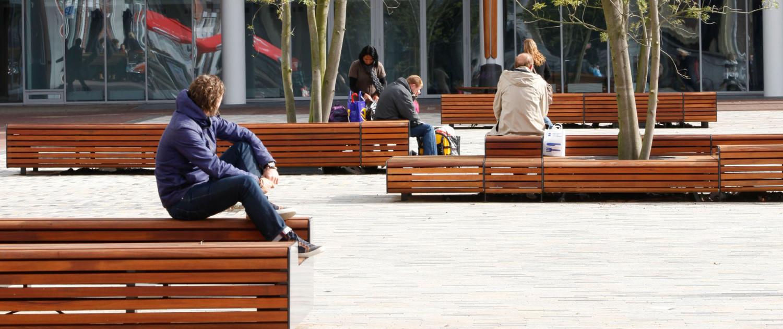ziteilanden plein hoogwardige en tijdloze uitstraling, meubilairontwerp door ipv Delft