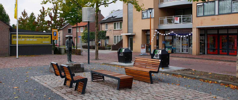 meubilairlijn uit hout en staal met ergonomische stoel op plein, ontwerp door ipv Delft