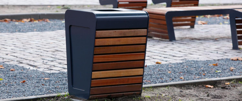 afvalbak staalstrip met houten bekleding Falco Linea, ontwerp door ipv Delft