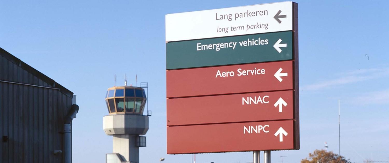 overzichtelijk bewegwijzeringssysteem Groningen Airport Eelde optimale leesbaarheid