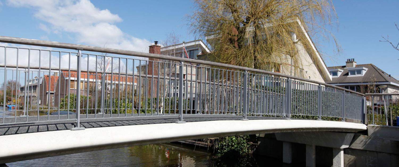 brug prefab plaatligger strakke randen en houten randliggers, ontwerp door ipv Delft