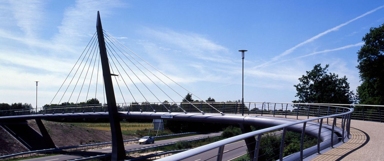 pyloonbrug Delftlanden Emmen met antracietkleurig hekwerk
