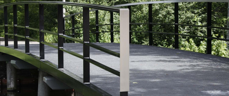 staal kunststof bruggensysteem Gouda constructie van stalen liggers een brugdek uit composiet en sober stalen hekwerk met rvs of houten handregel