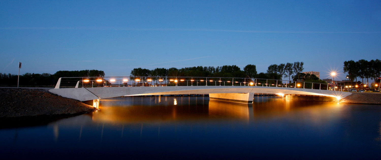 verkeersbrug Heerhugowaard-Zuid nacht aanschijnen randliggers