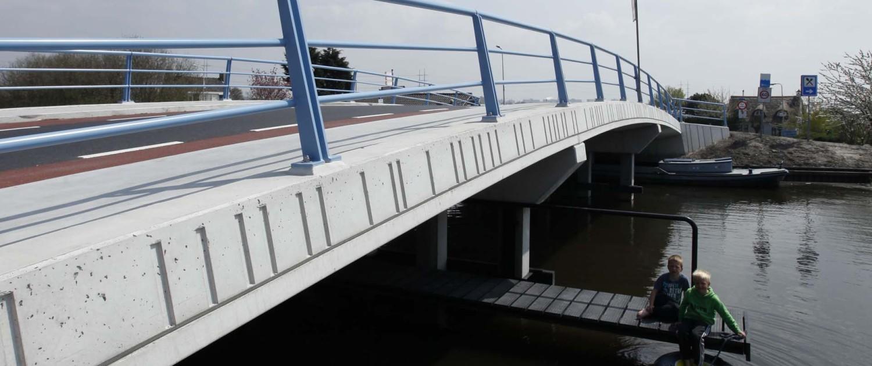 Zwethbrug Westland prefab onderhoudsvrij betonnen brug met kunststoffen kluunvlonder