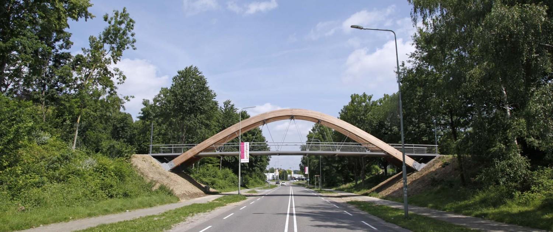 ontwerp houten fietsbrug en loopbrug Hofstraat Landgraaf houten boogbrug