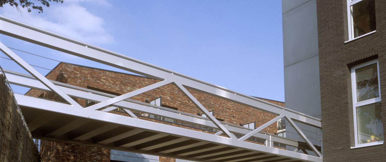 vakwerkbrug Limos Nijmegen hekwerk vakwerkconstructie zijaanzicht