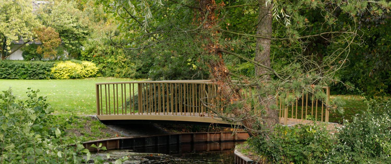 eenvoudige bruggen stalen constructie kunststof dek onderhoudsarm, ontwerp door ipv Delft