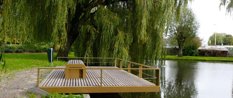 vlonder park houten dek verblijfsfunctie geïntegreerde bank Lansingerland, brugontwerp door ipv Delft, Huijgensplantsoen