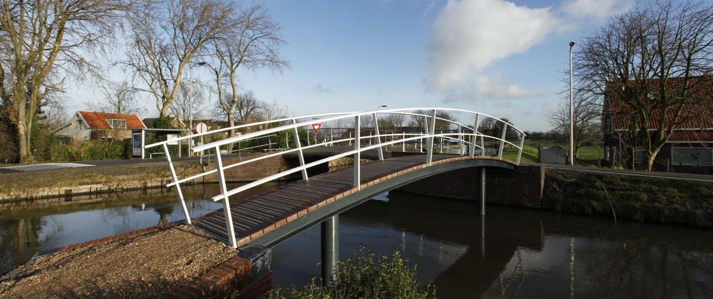 voetbrug Middelwatering Midden-Delfland sterke natuurstenen hoeksteen