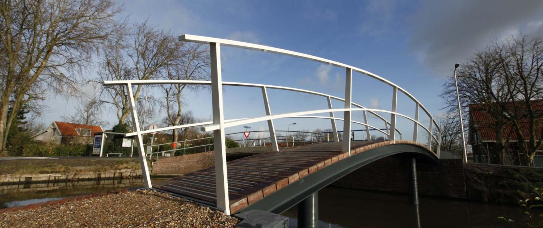 voetbrug Middelwatering Midden-Delfland mantelbuis onder houten brugdek