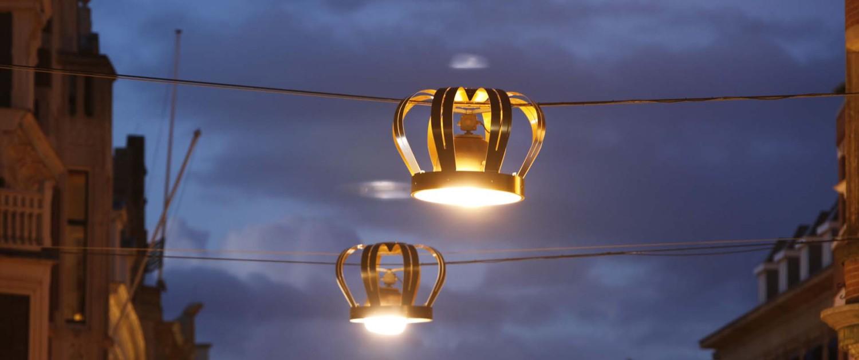 kroonverlichting Noordeinde Den Haag autonome armatuur over bestaande verlichting