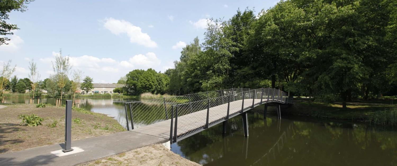 voorbereiding brug Elzenhoekpark Oss transparant hekwerk van balusters en rvs gaas