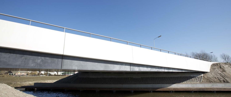betonnen nieuwe verkeersbrug Vrouwbuurtstermolen Vrouwenparochie