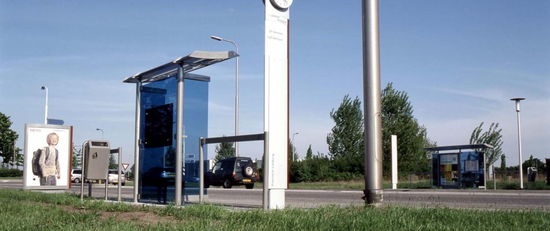 abri-buitenstijl Regionaal Vervoer Limburg haltemeubilair systeem van abri's haltezuilen informatievitrines banken hekwerken en reclamezuilen