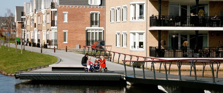 voetgangersbrug Park Allemansgeest Voorschoten met jügendstil-invloeden