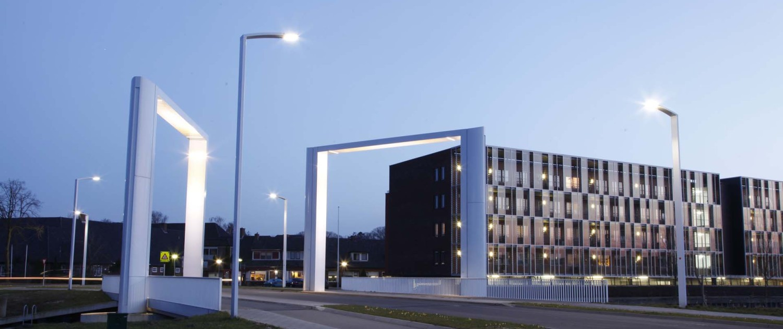 bijpassende lichtmasten licht architectuur Dolderbrug Steenwijk schemering