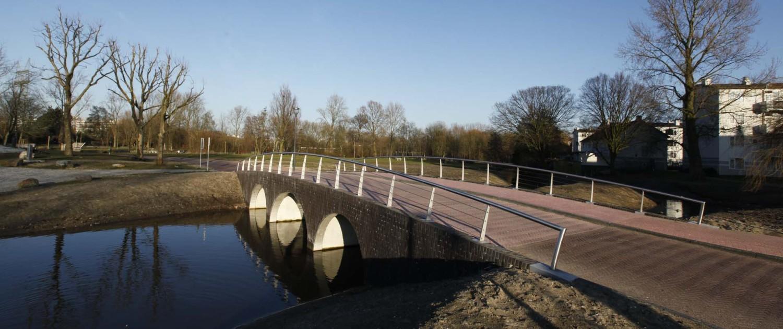 boogbrug Nieuwe Marnixstraat Leiden onderhoudsvrij rvs hekwerk rvs voetplaten