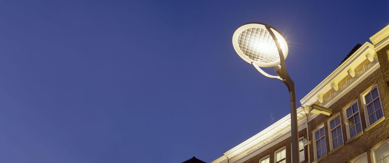 lichtmast Grote Markt Zwolle strakke ronde aluminium reflectorschijven geïnspireerd op Jügendstil