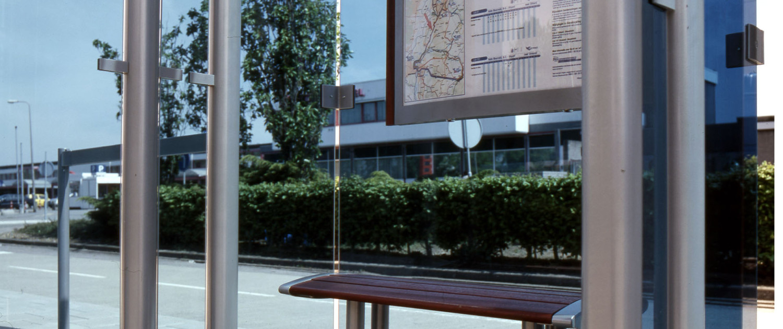 buitenstijl Regionaal Vervoer Limburg zitelement aluminium en hout