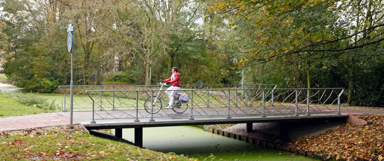 UHSB standaardbrug Pijnacker fietsbrug en voetgangersbrug slank ontwerp