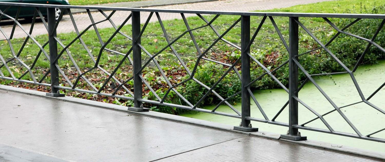 brug Pijnacker bijzonder hekwerk uit staal voor UHSB standaardbrug