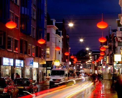 lampionnen Chinatown Den Haag verlichting Wagenstraat nuchtere Hollandse versie van traditionele rode lampion