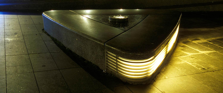Almere Haven straatmeubilair lichtontwerp donkergekleurde betonnen banken