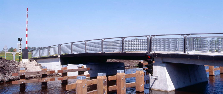 nieuwe randweg watersportdorp Heeg beweegbare verkeersbrug hekwerk