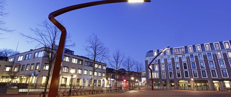 rode stalen lichtmasten Paardenmarkt Alkmaar