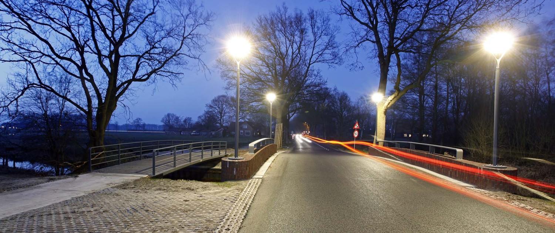 dubbele brug over de Reest in Zuidwolde, fietsbrug en verkeersbrug, verkeersbrug van prefab stalen liggers